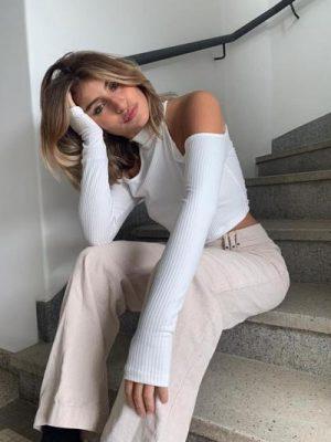 Blusa Cropped Canelada com Recorte Ombro Branca